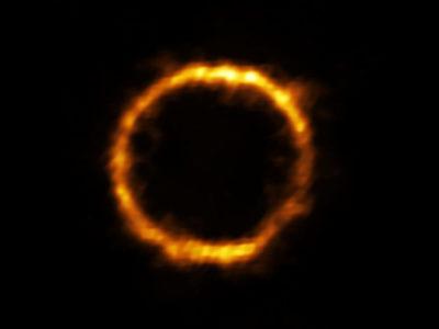 Hallan un portentoso anillo de Einstein