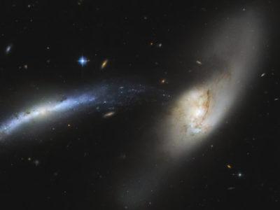 El Telescopio Espacial Hubble Observa una Cascada Galáctica